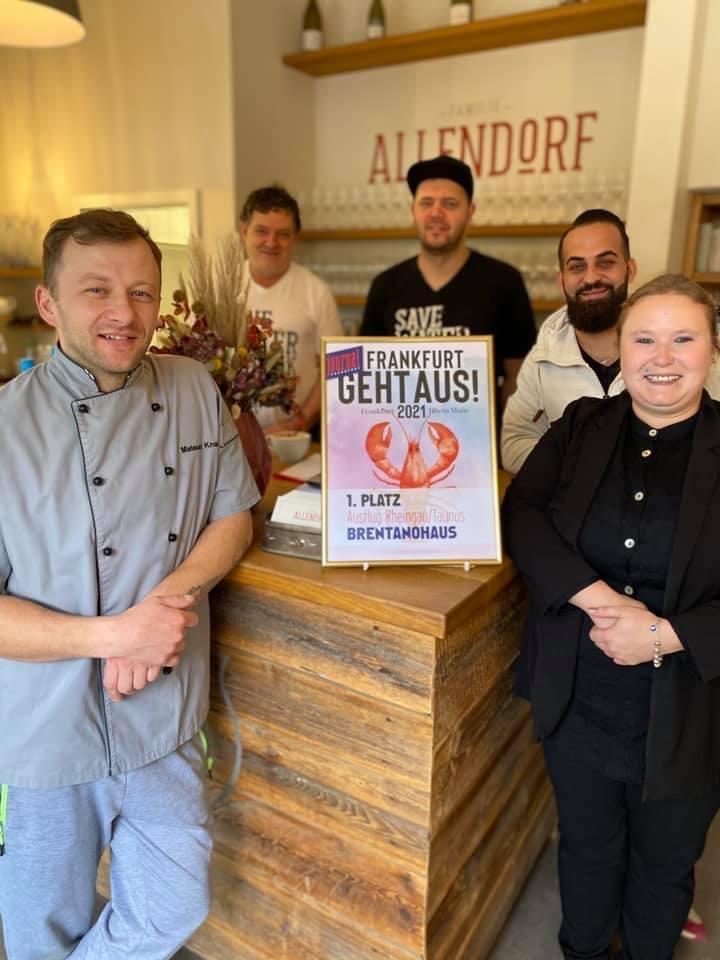 Team Brentanohaus Frankfurt geht aus Auszeichnung
